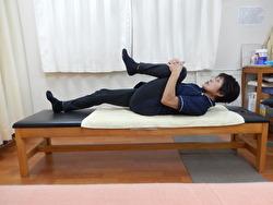 股関節痛予防のポーズ写真
